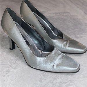 Stuart Weitzman silver metallic heels 8.5